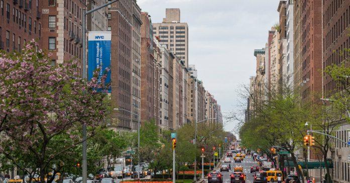 New York Real Estate: Manhattan Median Rent Drops Below $3,000