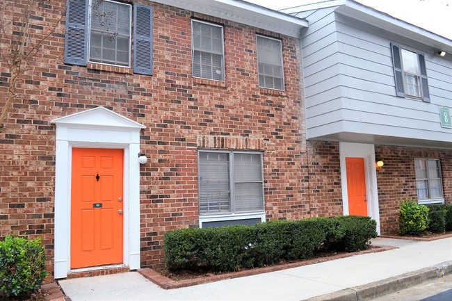 Auerbach Funds and Dunross Capital Acquire 220-Unit Multifamily Townhouse Community in Georgia's Popular College Park Market