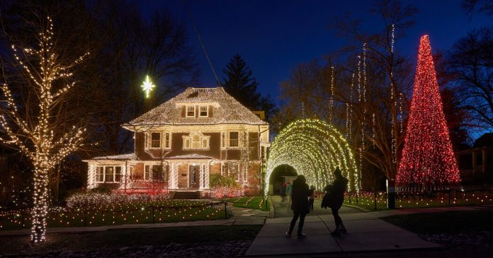 Tips for Hanging Outdoor Holiday Lights