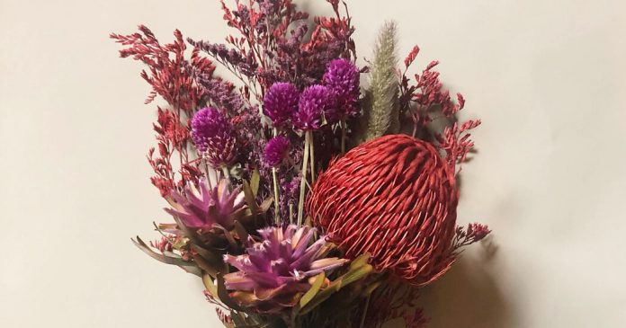 How to Make a Dried Flower Bouquet