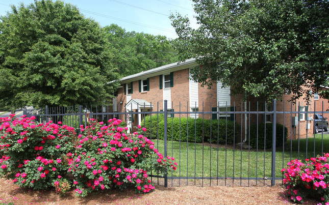 Exponential Equity Acquires 246-Unit LaDeara Crest Estates Apartment Community in The Heart of Winston-Salem, North Carolina