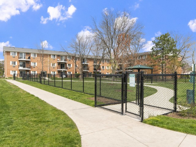 Golub & Company and Petiole Asset Management Acquire 492-Unit Lakehaven Apartment Community in Carol Stream, Illinois