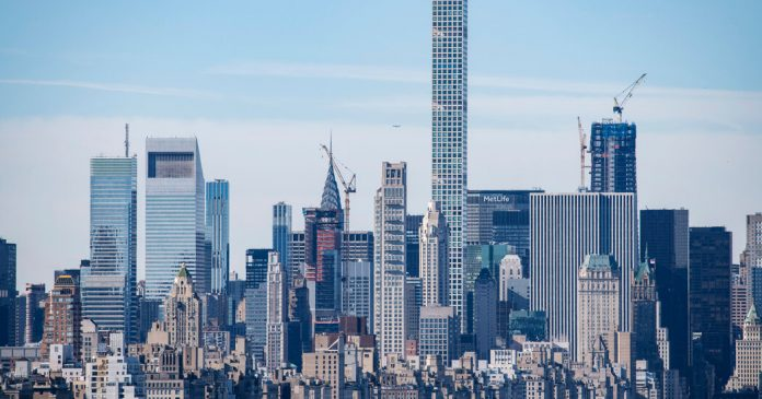 Residents of 432 Park Sue Developers For $125 Million, Citing Defects